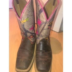 Ariat pink camo limited addition cowgirl boots